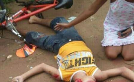 Dois jovens foram assassinados na praia de Muriú, litoral norte do Estado.