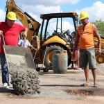 Prefeitura realiza operação tapa buraco em rodovia estadual que liga a BR 406 até o Prata Gil em Galinhos.