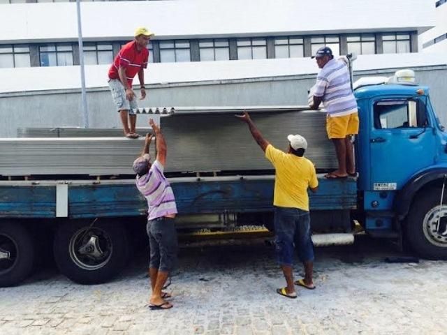 Agentes da PF prendem caminhão que transportava quase uma tonelada de maconha.