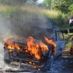 Bandidos queimam carro com gerente de motel dentro após assalto no Sertão da PB.