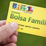 Governo bloqueia Bolsa Família de 17 mil funcionários públicos.