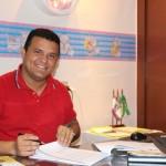 Aquecendo a economia prefeito de Guamaré, Hélio Willamy, antecipa pagamentos de servidores.