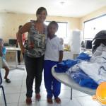 Prefeita entrega fardamento aos alunos do Ensino Fundamental.