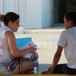 Universitários fazem pesquisa em Galinhos sobre serviços básicos oferecidos a população.