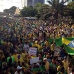Em ato pacífico, mais de 15 mil pessoas protestam contra Dilma em Natal.