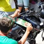 GUAMARÉ: Adesivaço se transforma em passeata com Baixa do Meio confirmando a vitória de Hélio e Iracema.