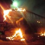 Pendências: Criminosos ateiam fogo em dois ônibus escolares.