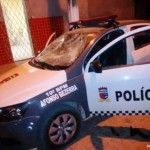 Bandidos invadem Afonso Bezerra metralham viatura, explodem agência e saqueiam mercado.