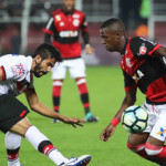 Flamengo vence o Atlético-GO com dois gols de Vinicius Júnior